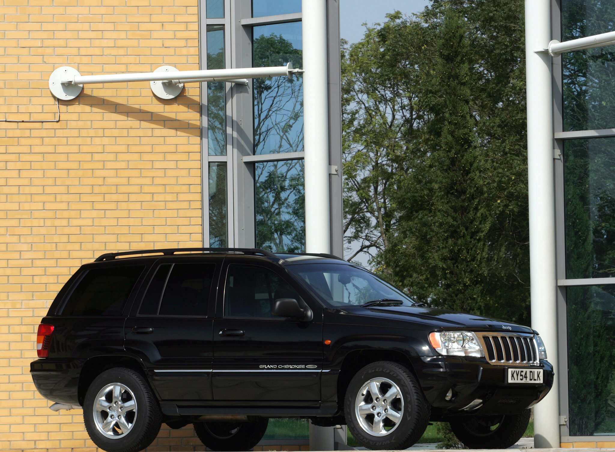 2004 Jeep Grand Cherokee wallpapers