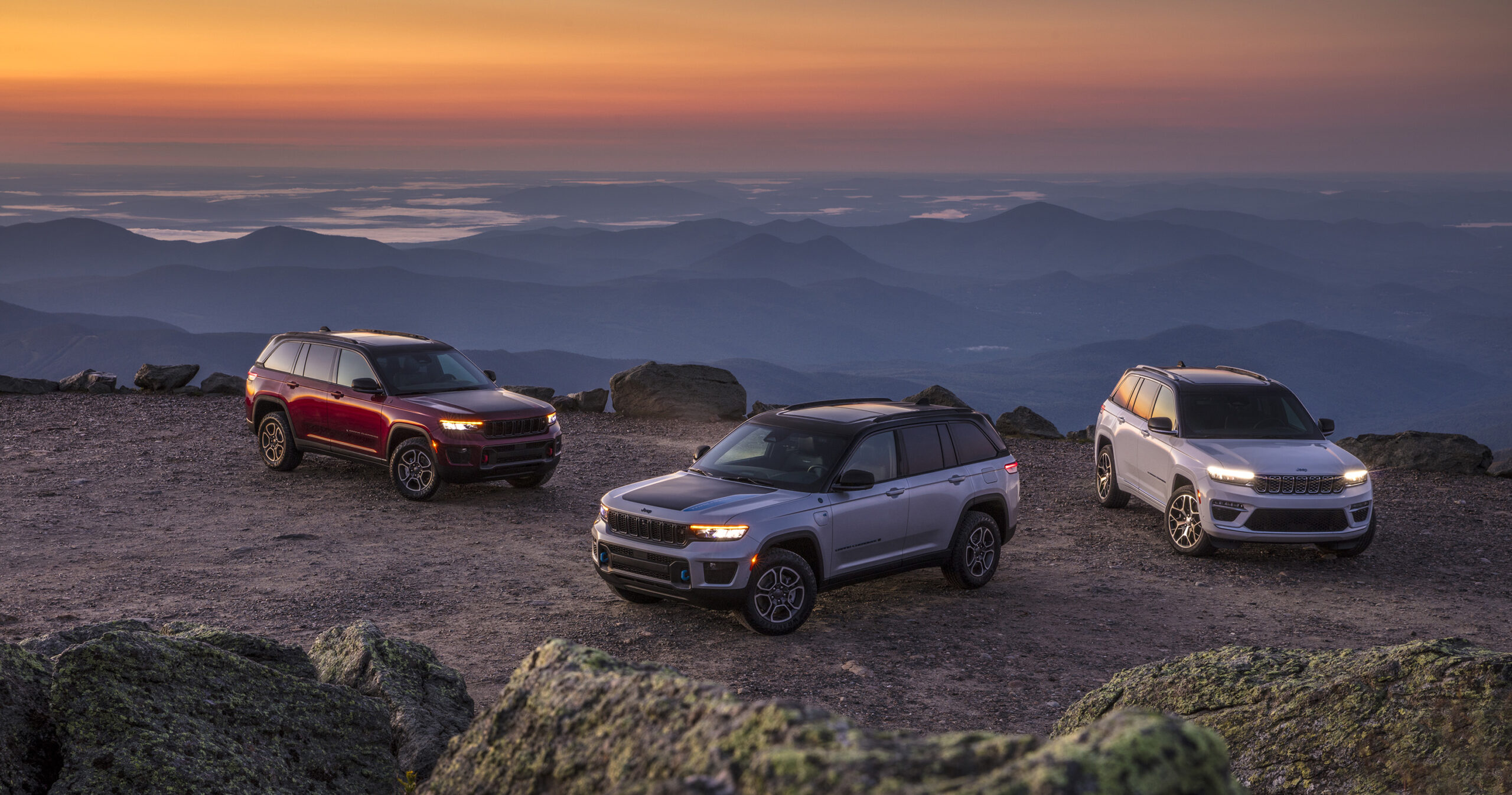 (Left to right) All-new 2022 Jeep® Grand Cherokee Trailhawk, 2022 Jeep® Grand Cherokee Trailhawk 4xe and Jeep Grand Cherokee Summit Reserve 4xe